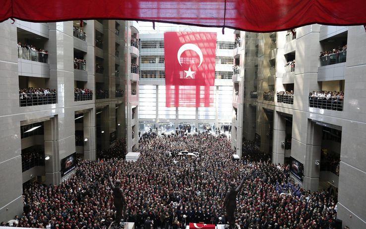 foto_turchia_funerali_giudice_mehmet_selim_kiraz_06_1